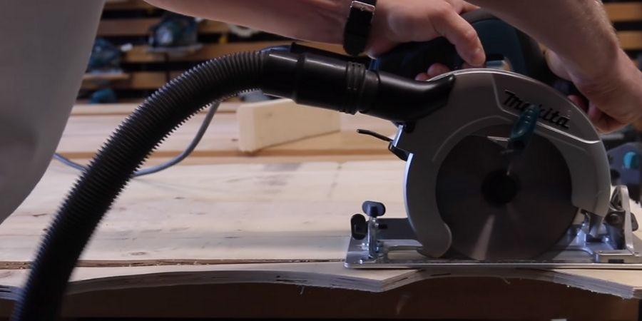 Corte en madera junto a la cortadora circular Makita que lo realizo