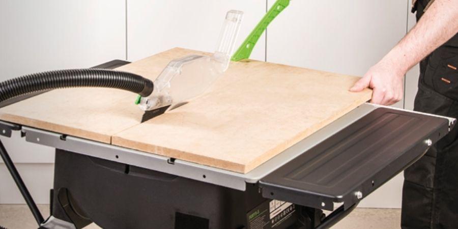 Corte de madera con la Sierra de mesa Fury 5-S de Evolution