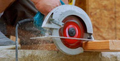 Madera cortada con sierra circular